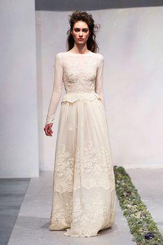 belki gelinlik ama ben elbise olarak da çok beğendim:)Long sleeved wedding dress  Luisa Beccaria