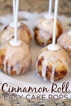 Easy Cinnamon Roll Cake Pops are great for brunch or breakfast plans with your friends! This recipe is perfect for baby showers or book club, too!