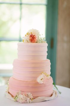 Shades of pink wedding cake