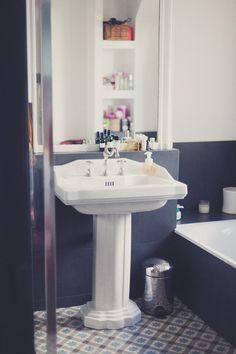 Deco salle de bain on pinterest bathroom bathroom grey and beautif - Deco salle de bain retro ...