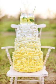 Lemonade yellow wedding cake... ADD diy ❤❤ www.customweddingprintables.com