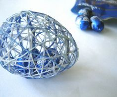 String Easter Eggs - Very Cool Idea!!!! and a good project to do with the kids...