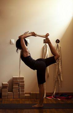 natarajasana | dancers pose with strap #yoga