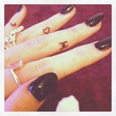 girls nails, heart finger tattoo, ring finger, baby moon, chanel tattoos, small tats, small tattoos, girls finger tattoos, heart tattoos