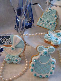 biscotti decorati per battesimo bianco e azzurro. Omar Busi