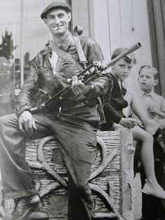 French resistance fighter, with Bren gun.