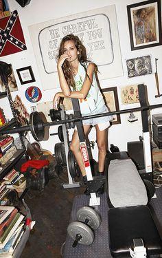 http://c.fellt.com/oraclefox/files/2012/05/Izabel-Goulart-Fat-Magazine.5.jpg