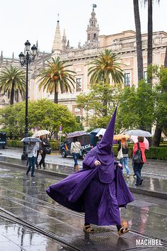 Escapando de la lluvia   Semana Santa en Sevilla  Spain