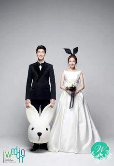 theyre so cute: pre-wedding shoot = excellent idea!