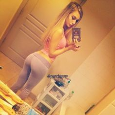 hot-girls-in-yoga-pants mirror