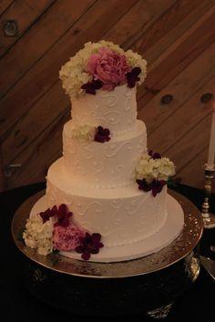 Hydrangea wedding cake Alexander Homestead Barn Wedding Venue www.alexanderhomesteadweddings.com Charlotte, NC