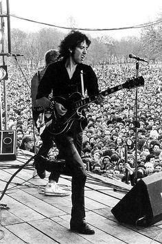 The Clash 1978 - Rock Against Racism. | concert | stage | guitarist | action | crown | fans | park | performance