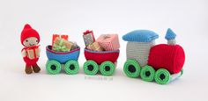 Amigurmi crochet train with christmas gift - besenseless.blogspot.com