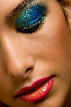 Blue and green eyeshadow <3