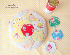 sewing, quilt, pouch, paper hearts, patchwork pretti, papers, hexagons, hexi, pretti floral
