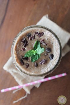 Chocolate Mint Matcha Smoothie. Vegan.