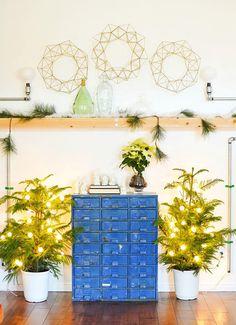 Make a modern wreath using wire.