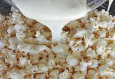 White Chocolate Candy Popcorn Recipe - holiday gift giving recipe #christmas