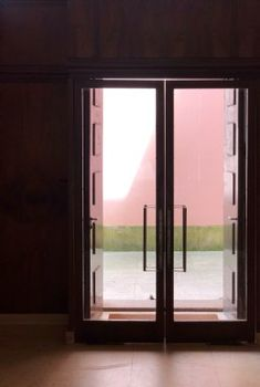 Design Crush : Serralves Art Deco Villa, Porto, pink modernist architecture