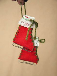 Unusual tree ornament. -38 Last-Minute Budget-Friendly DIY Christmas Decorations