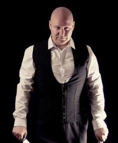 Men can wear corsets too