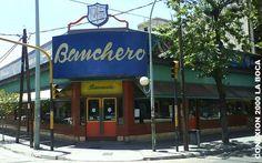 """""""""""Pizzeria BANCHERO"""""""" En la Boca de 1932 dicen que don Banchero, un dia corto la pizza de cebollas al medio y le agrego queso, para que no estuviera seca. Asi fue entonces el invento de fugazzeta con queso, salio de esa pizzeria, Argentina"""