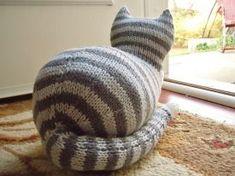 The Parlor Cat Free Pattern - Free Knitting Patterns by Sara Elizabeth Kellner cats, cat pattern, parlor cat, free pattern, knitting patterns, elizabeth kellner, sara elizabeth, knit pattern, free knit