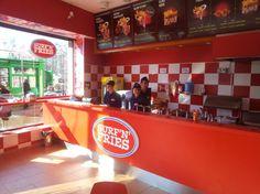 In zona Unirii, langa Hanul lui Manuc, s-a deschis Surf'n'Fries, un nou fast food.  Surf'n'Fries este o franciza de succes originara din Croatia si care, asa cum ii spune numele, este specializata in cartofi prajiti. Primul fast food Surf'n'Fries din Romania a fost deschis de curand si a ales o solutie performanta de gestiune si vanzare marca #SmartCash RMS.  Click aici pentru schita de implementare a solutiei SmartCash RMS: http://www.magister.ro/portfolio/fast-food-surfnfries/ #retail