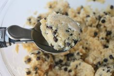 Paleo Chocolate Chip Cookies (no flour, dairy or refined sugar)