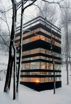 A glass house... crazy!