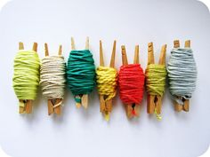 How to Organize Bits of Yarn. Tutorial by http://cornflowerbluestudio.blogspot.com/2012/02/diy-for-knitters-crocheters-how-to.html