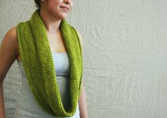 Pretty free pattern on Ravelry -- honey cowl by madelinetosh