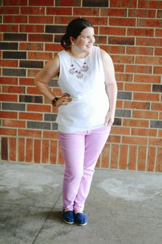 @lillypulitzer lavender / pink jeans, @gap white eyelet blouse