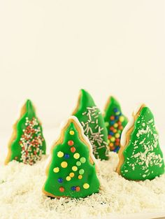 Delightfully fun, cheerfully cute Christmas Tree Frosted Cookies. #cookies #trees #food #decorated #Christmas #baking #dessert