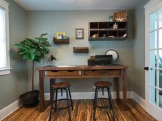 Rustic Office Desk // 5 Cool Woodworking Projects from Blog Cabin 2014 >> http://blog.diynetwork.com/maderemade/2014/10/06/5-cool-woodworking-projects-from-diys-blog-cabin-2014/?soc=pinterest