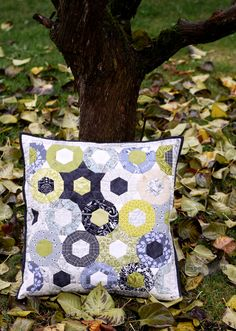 Lovely combination of shapes and colours! from http://www.shape-moth.blogspot.com/2012/10/epp-pillow-travellin-pic-stitch-bloghop.html