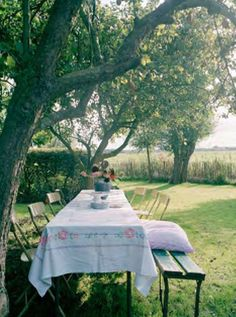 Dining outdoors in Summer