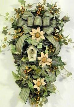 Gorgeous teardrop wreath. Gotta find a way to make this one!