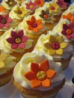 @Joleen Breeding   Autumn Color Cupcakes :)