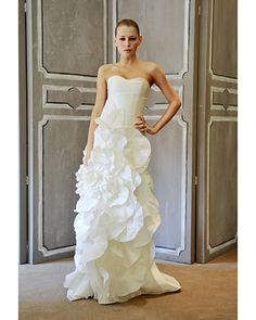 A flower-inspired Carolina Herrera #wedding gown
