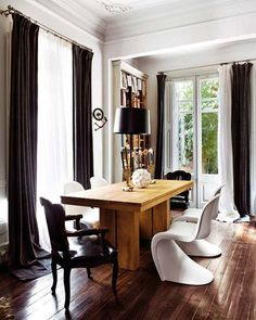 eclectic mix of furniture in this dining room