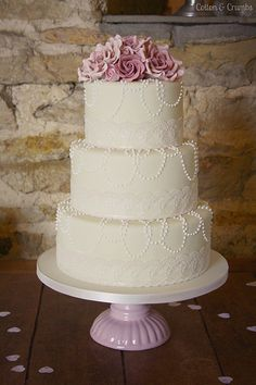 #Vintage Pearl Wedding Cake ... Wedding ideas for brides & grooms, bridesmaids & groomsmen, parents & planners ... itunes.apple.com/... The Gold Wedding Planner iPhone App ♥
