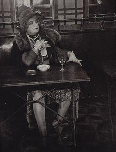 Brassaï : au café