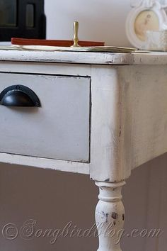 My review of working with Annie Sloan Chalk Paint. In the end I had mixed feelings. http://www.songbirdblog.com