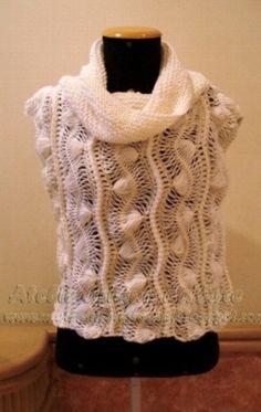 Colete em crochet de grampo a mão, lã, gola ampla.