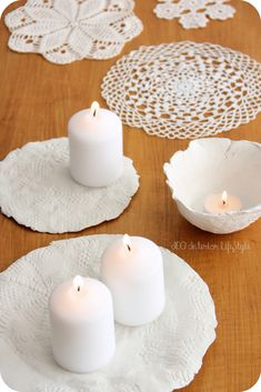Lace patterned clay candle holder. Portaespelmes d'argila amb estampat de puntes