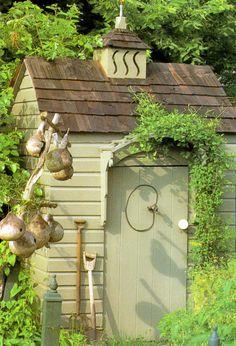 Love the gourd birdhouses