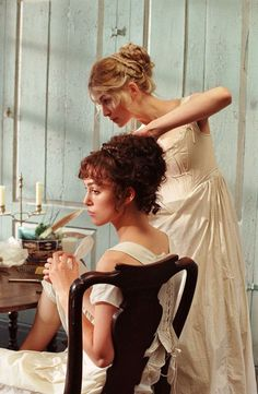 Keira Knightley as Elizabeth Bennet and Rosamund Pike as Jane Bennet in Pride and Prejudice (2005).