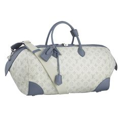Louis Vuitton Speedy Round GM For a generous rounded bag,look no further than the Speedy Round GM.In Monogram Denim with the iconic pattern highlighted in Lame,it exudes a vintage feel thanks to a unique stonewash process.