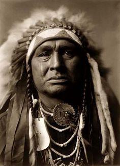 Superb photo of White Man Runs Him, a Crow (Apsaroke) Warrior, taken in 1908 by Edward S. Curtis.